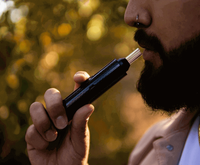 Slick dry herb vaporizer pen